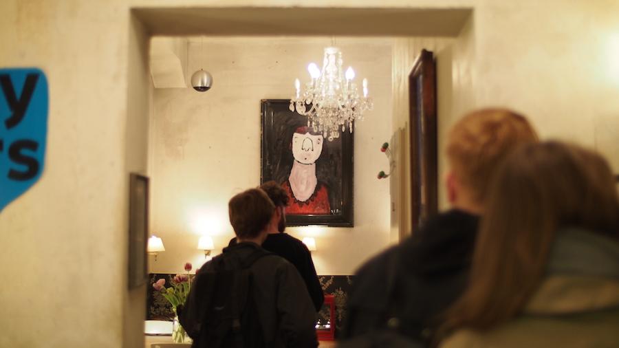 V.D. Blokk Brezelbar Ausstellung Melancholische Tischgesellschaften Keep Berlin Weird